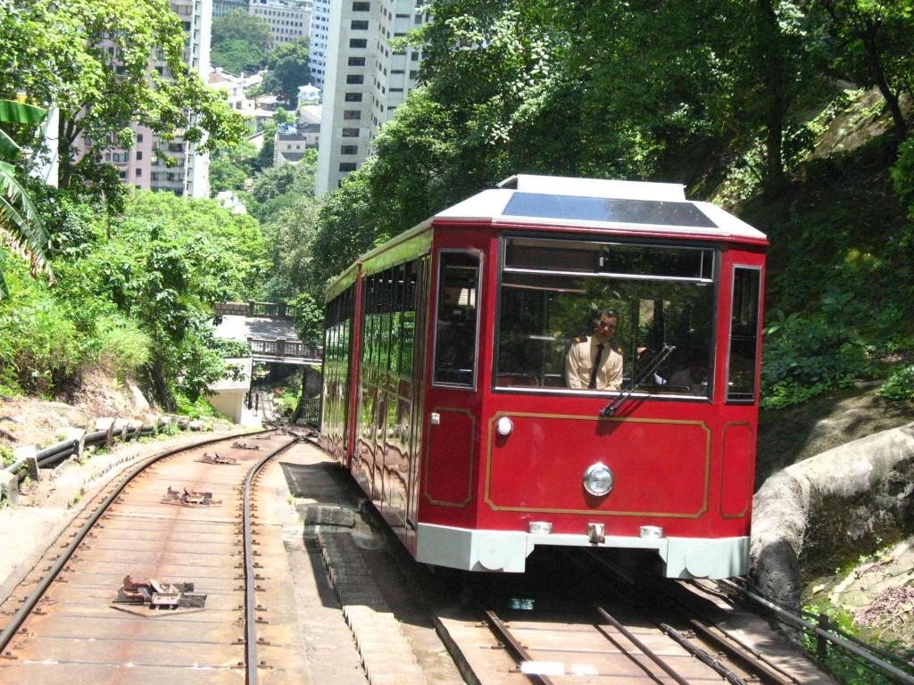 3-Victoria-Peak-Tram1