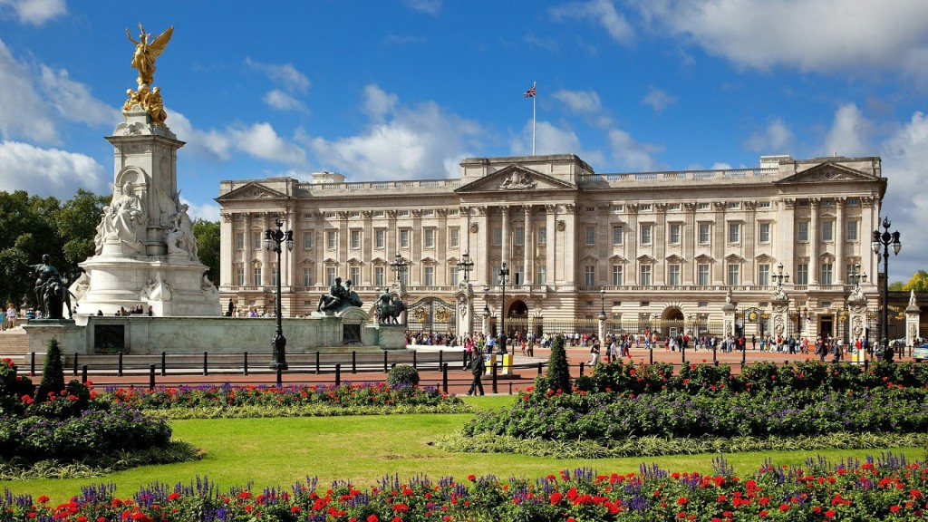 Buckingham Palace daylight view