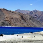 army-soldiers-playing-cricket-at-pangong-lake-leh