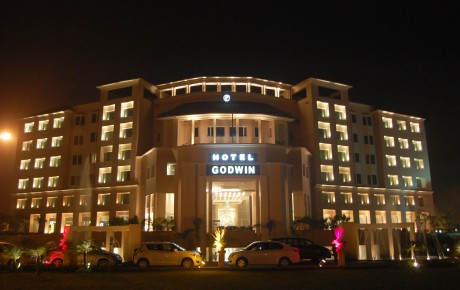 godwin-hotel-meerut-entrance-night