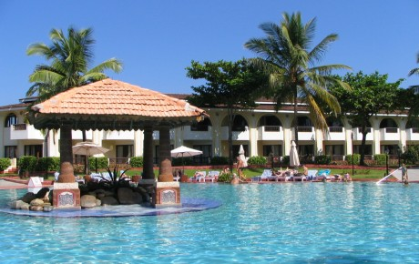 holiday-inn-goa-pool-view4